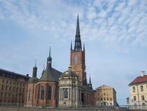 Visión exterior o la iglesia Riddarholmskyrkan en el islote de Riddarholmen, usado como iglesia real del entierro de Suecia a par fotografía de archivo