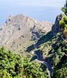 Visión fantástica sobre un camino a la montaña de Anaga fotos de archivo