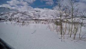 Visión fuera de la ventana del tren del flamsbana en paisaje de la nieve almacen de video