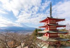 Visión Fuji desde la pagoda de Chureito Imagenes de archivo
