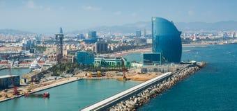 Visión general en la playa y el hotel famoso W en Barcelona Imagen de archivo