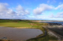 Visión hacia la bahía de Embleton en Northumberland fotografía de archivo