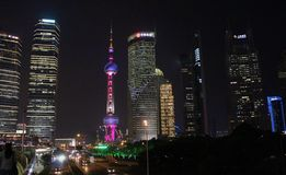 Visión hacia torre de la perla en Shangai foto de archivo