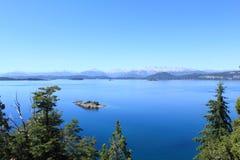 Visión imponente sobre los lakelands en Bariloche, la Argentina Foto de archivo libre de regalías