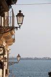 Visión italiana asombrosa desde una ciudad siciliana Foto de archivo