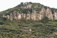 Visión lejana desde la roca de Amalfi en Italia foto de archivo libre de regalías