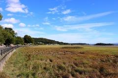Visión a lo largo de la 'promenade' en las Granero-sobre-arenas Cumbria Fotos de archivo libres de regalías