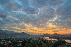 Visión Luang Prabang de la colina de Phusi Fotos de archivo