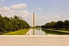 Visión magnífica del oeste a través de la piscina de reflejo hacia Washington Monument, alameda nacional, Washington DC Foto de archivo libre de regalías