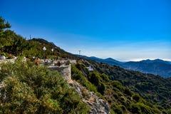 Visión magnífica sobre las montañas de la isla mediterránea Naxos en Grecia fotos de archivo