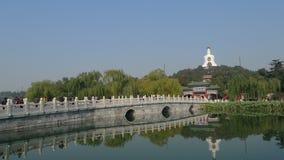 Visión maravillosa dentro del parque de Beihai en Pekín Foto de archivo
