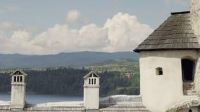 Visión monumental desde los almenajes del castillo a ajardinar con el lago