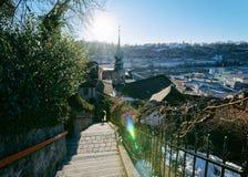 Visión panorámica con puesta del sol y paisaje urbano de la ciudad vieja Salzburg imágenes de archivo libres de regalías