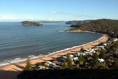 Visión panorámica desde el puesto de observación de Ettalong del soporte para gotear la playa en costa central Fotografía de archivo