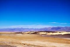 Visión panorámica desde el punto de Zabriskie en el parque nacional de Death Valley en California imagen de archivo