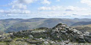 Visión panorámica desde la cumbre de Hart Crag, distrito del lago imágenes de archivo libres de regalías