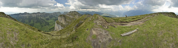 Visión panorámica desde Niederhorn, vista de las montañas suizas Suiza Imagen de archivo