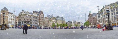 Visión panorámica en el cuadrado de la presa, Amsterdam, Países Bajos, Europa Imágenes de archivo libres de regalías