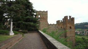 Visión panorámica impresionante desde el pueblo de Castello Arquato almacen de metraje de vídeo