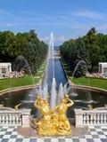 Visión para bajar el jardín. canal del samson. peterhoff Imagen de archivo libre de regalías