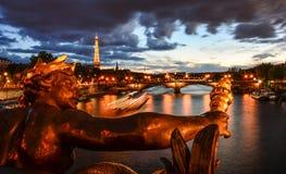 Visión parisiense desde Pont Alejandro III Fotos de archivo libres de regalías