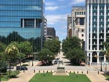 Visión que mira abajo de Main Street de Carolina State House del sur Imagenes de archivo