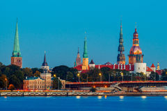 Visión Riga en la puesta del sol fotos de archivo