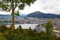 Visión sobre Bergen y desde el soporte Floyen, Noruega Fotografía de archivo