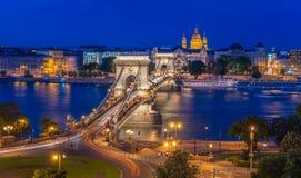 Visión sobre Budapest en la noche fotos de archivo libres de regalías