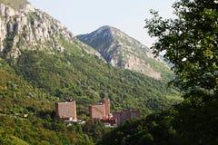 Visión sobre ciudad del balneario de Herculane en Rumania Foto de archivo libre de regalías