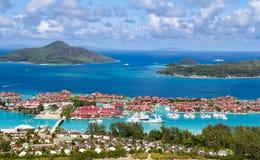 Visión sobre Eden Island en Mahe, Seychelles Fotos de archivo libres de regalías