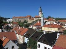 Visión sobre el castillo de Krumlov del ½ de ÄŒeskà - Krumau, República Checa imágenes de archivo libres de regalías