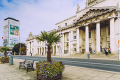 Visión sobre el edificio de aduanas en el distrito de Dublin One Fotos de archivo