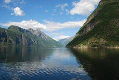 Visión sobre el fiordo Geiranger en Noruega Imagen de archivo libre de regalías