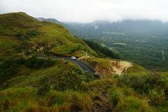 Visión sobre el La Cruz, Anton Valley, Panamá de Mirador Cerro con niebla ligera foto de archivo
