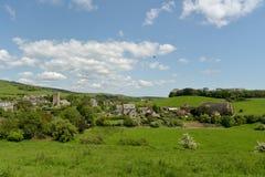 Visión sobre el pueblo de Abbotsbury en Dorset Foto de archivo libre de regalías