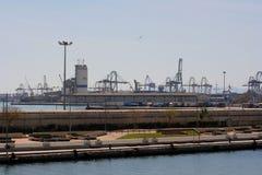 Visión sobre el puerto comercial de Valencia Imágenes de archivo libres de regalías