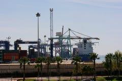 Visión sobre el puerto comercial de Valencia Imagen de archivo