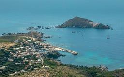 Visión sobre el puerto de Centuri en Cap Corse en Córcega Imagenes de archivo