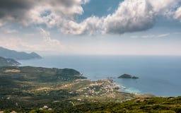 Visión sobre el puerto de Centuri en Cap Corse en Córcega Fotos de archivo libres de regalías