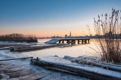 Visión sobre el río Warnow a Rostock Foto de archivo