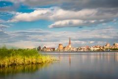 Visión sobre el río Warnow a Rostock Imágenes de archivo libres de regalías