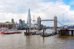 Visión sobre el Támesis en Londres, Reino Unido Imagenes de archivo