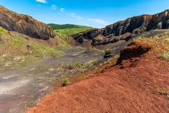 Visión sobre el volcán extinto de Racos en el condado Rumania de Brasov fotos de archivo