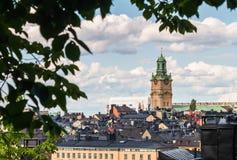 Visión sobre Gamla Stan Old Town con la gran iglesia Storkyrka en Estocolmo Imagen de archivo