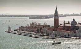 Visión sobre Isola di San Giorgio Maggiore de la torre del campanil Imagenes de archivo