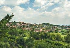 Visión sobre la abadía y la ciudad de Tihany en el lago Balatón, Hungría Imágenes de archivo libres de regalías