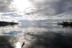 Visión sobre la bahía de Ushuaia, Patagonia, la Argentina Foto de archivo