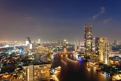 Visión sobre la ciudad crepuscular Bangkok foto de archivo