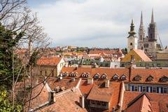 Visión sobre la ciudad de Zagreb de la ciudad superior fotografía de archivo